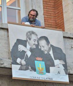 """Destra sconfitta nella città """"nera"""". E il primo messaggio è lo striscione dedicato a Falcone e Borsellino"""