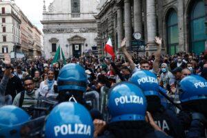 Corteo anti green pass, tra i fermati spunta l'ex Nar Luigi Aronica, il nome pesante che ha mobilitato il nucleo antiterrorismo