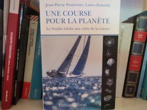 """""""Un giro del mondo per il pianeta. Il Vendée Globe a fianco della scienza"""" di J. P. Pustienne e L. Damiola"""